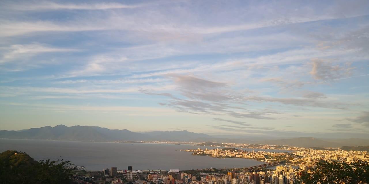 Segunda-feira terá sol entre nuvens em Santa Catarina