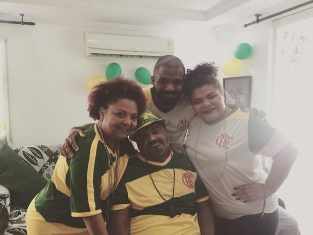 Arlindo Cruz em família (Foto: Reprodução / Instagram)