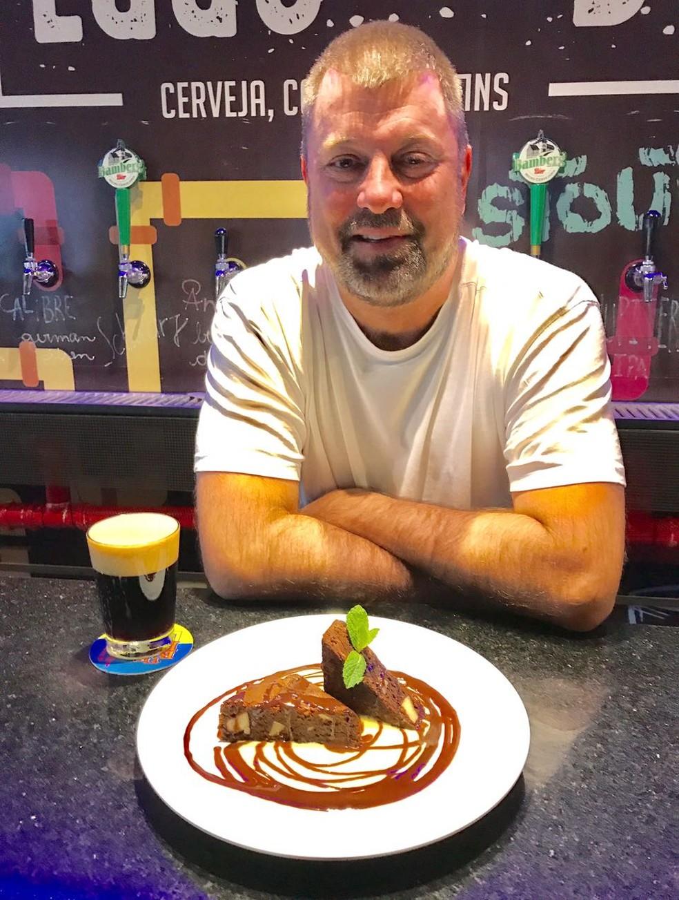 Caco Piccoli é chef, engenheiro de alimentos e veterano no mundo das cervejas artesanais (Foto: Paula Ribeiro/G1)