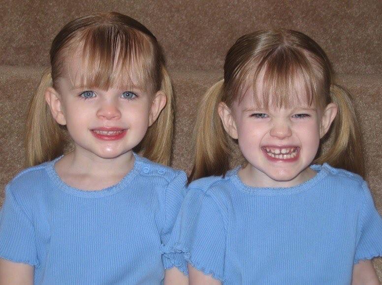 As gêmeas Noelle e Cali ainda crianças (Foto: Reprodução Instagram)