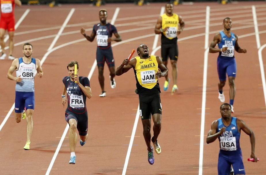 Dor no adeus: Bolt sente lesão e sai de cena sem cruzar a linha final no 4x100m