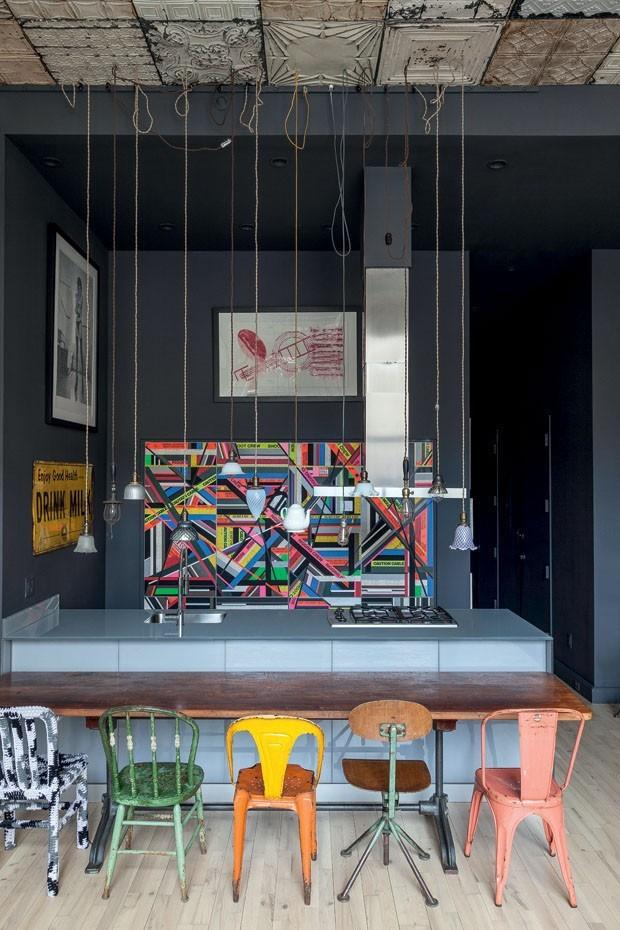 Décor do dia: Cozinha integrada mescla estilo urbano e peças vintage (Foto: Fran Parente)