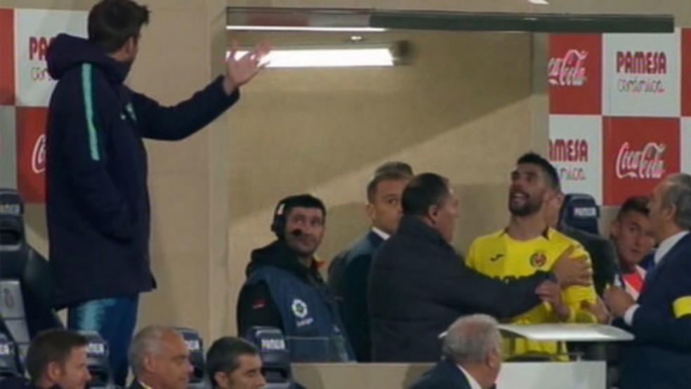Álvaro González, pelo Villarreal, discutiu feio com Piqué após ser expulso em jogo contra o Barcelona — Foto: Reprodução