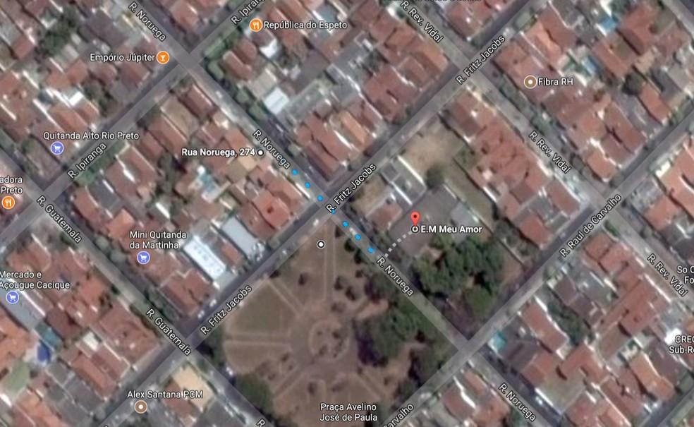 Escola Municipal Meu Amor fica a 80 metros da casa onde monomotor caiu, matando três pessoas em Rio Preto (Foto: Reprodução/Google Street View)