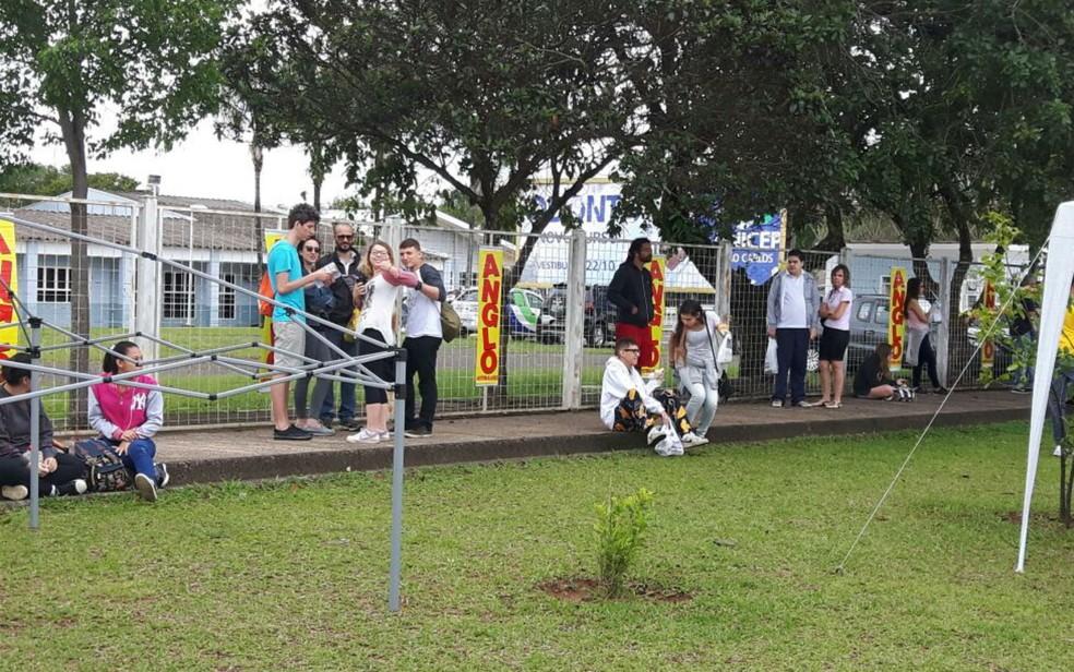 Estudantes chegaram a tempo para o primeiro dia do Enem em São Carlos (Foto: Raquel Baes/ G1)