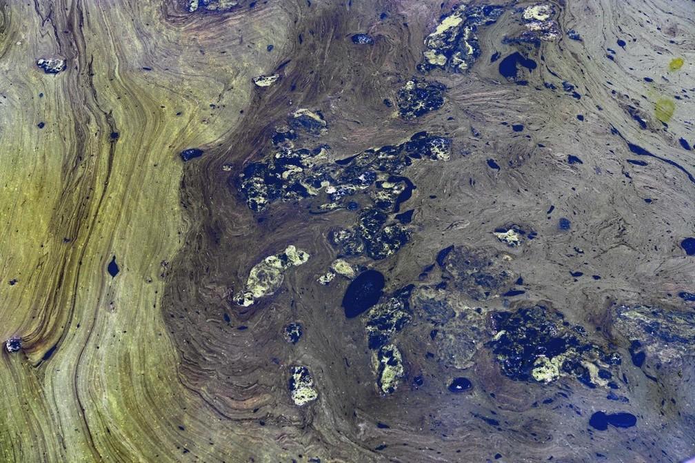 Lago de Maracaibo, na Venezuela, contaminado por petróleo — Foto: Yuri Cortez/AFP