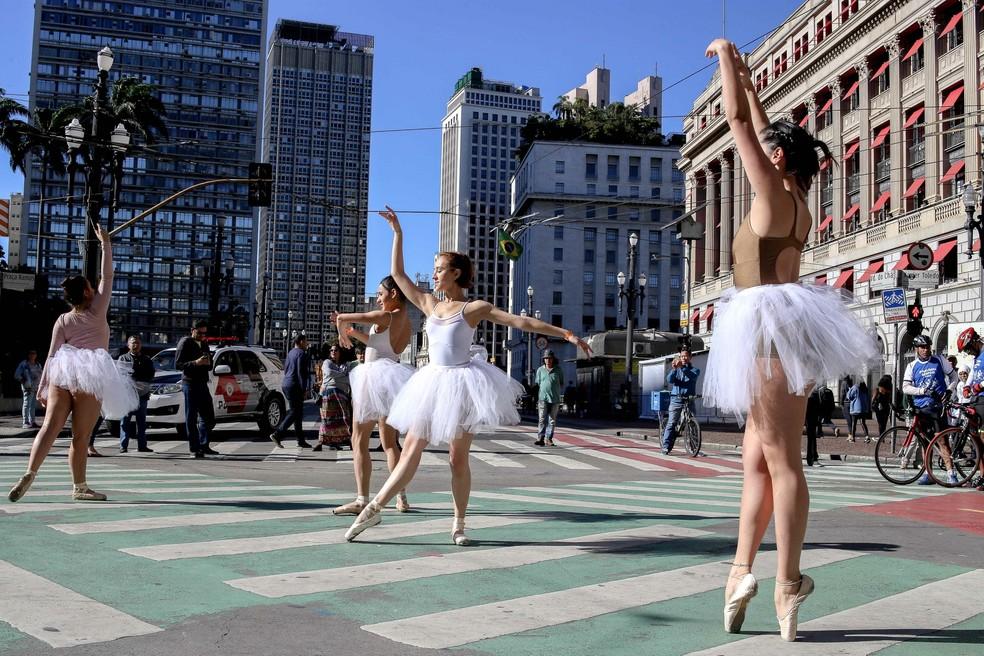 Bailarinas se apresentam na Virada Cultural de 2018 — Foto: Dario Oliveira/Estadão Conteúdo