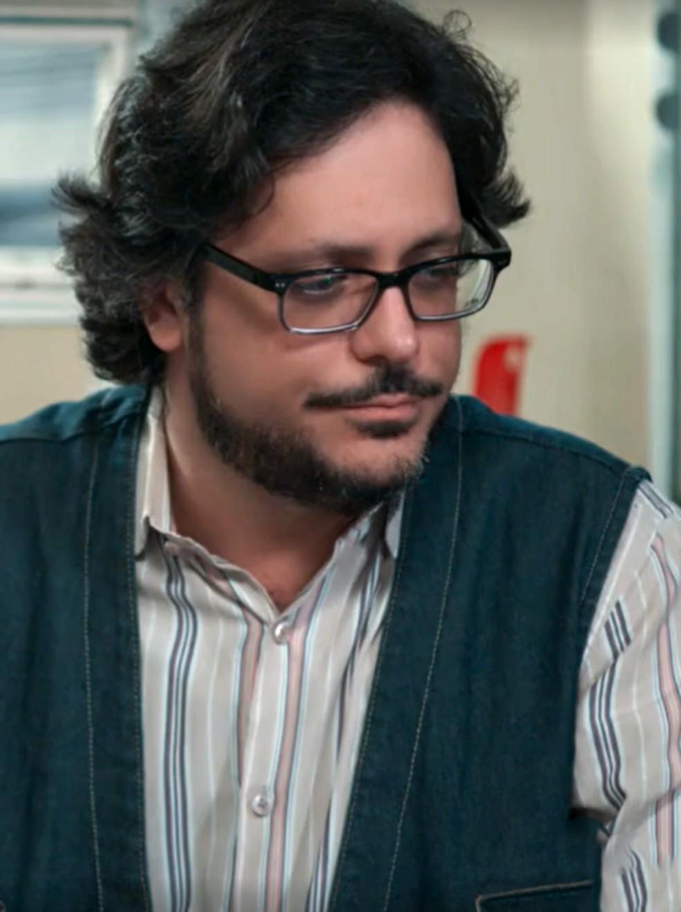 Roney (Lucio Mauro Filho) tenta se explicar sobre filho em 'Malhação - Viva a Diferença' — Foto: Globo