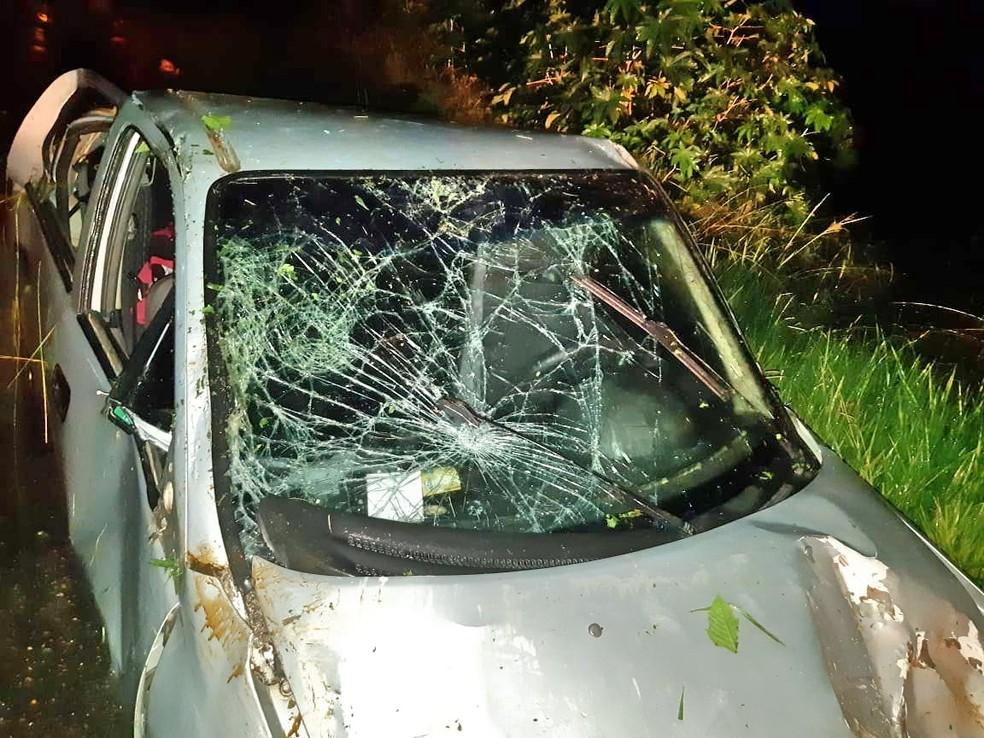 Carro capotou e deixou uma mulher morta e duas feridas, em Garanhuns — Foto: PRF/Divulgação