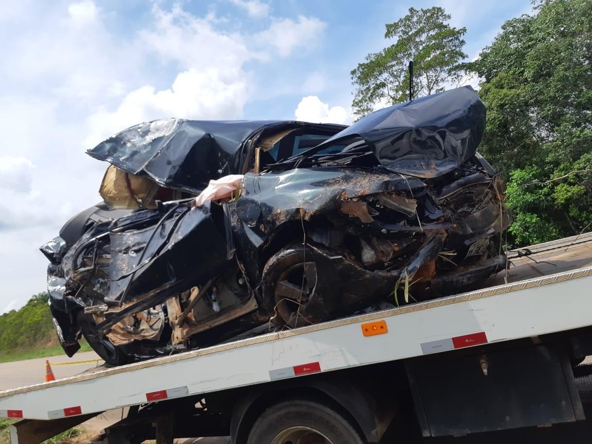 Motorista morre após carro se chocar contra barranco e árvore na BR-319 - Notícias - Plantão Diário