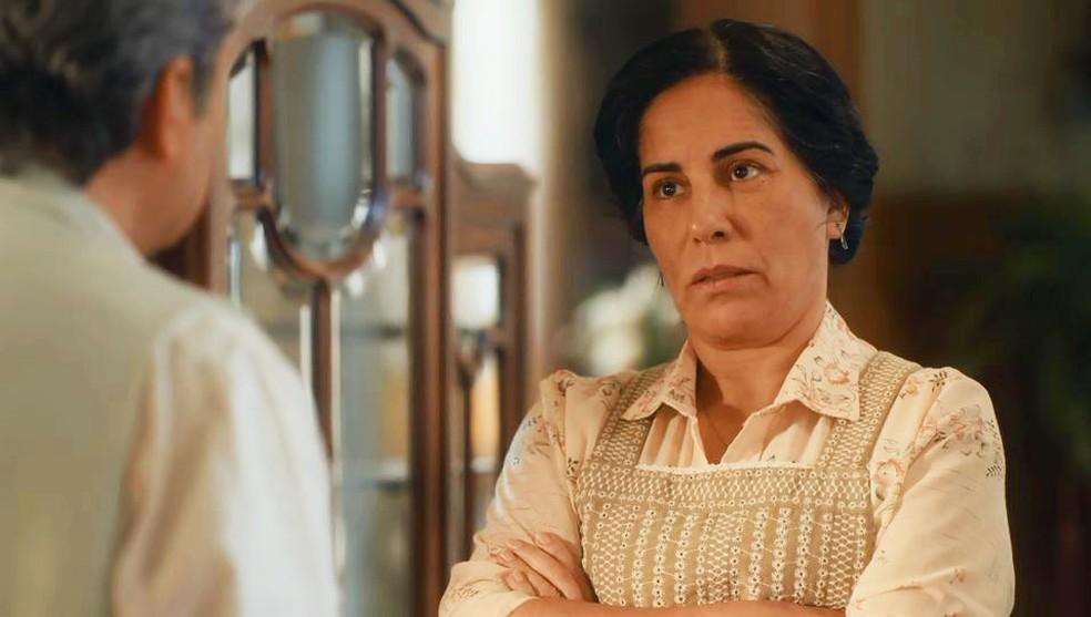 Lola (Gloria Pires) anuncia fim da sociedade com Afonso (Cássio Gabus Mendes) em 'Éramos Seis' — Foto: Globo
