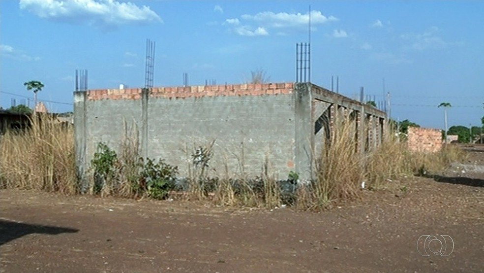 Creche abandonada em Formoso do Araguaia revolta moradores (Foto: Reprodução/TV Anhanguera)