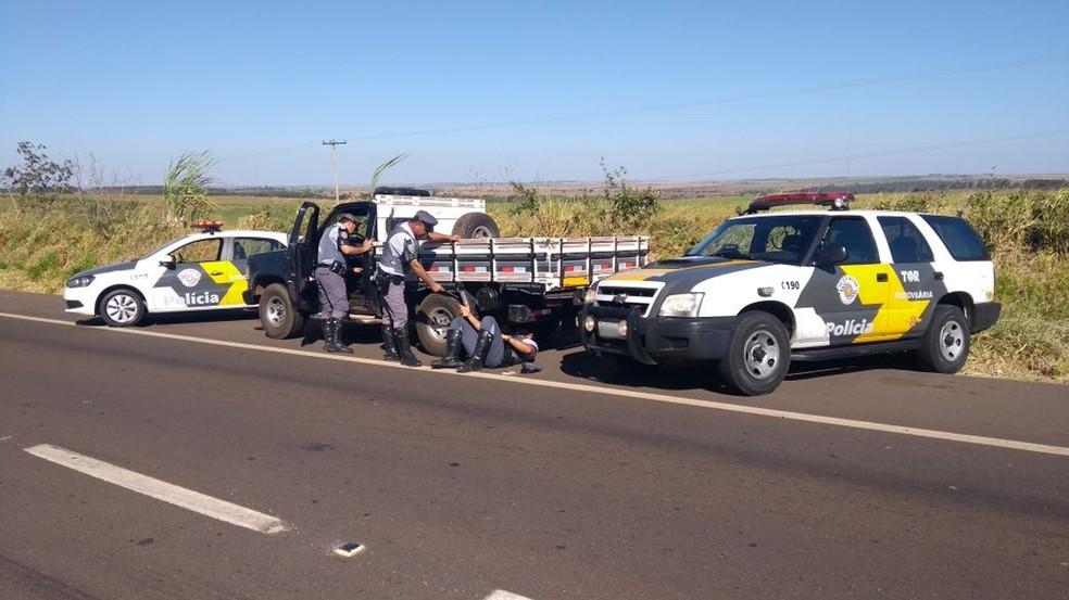 Abordagem foi na Rodovia Comandante João Ribeiro de Barros (Foto: Polícia Militar Rodoviária/Divulgação)