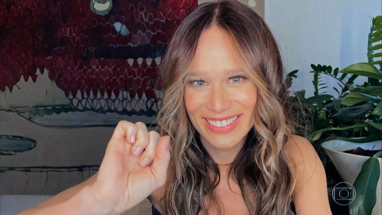 Mariana Ximenes declama 'Da Calma e do Silêncio'