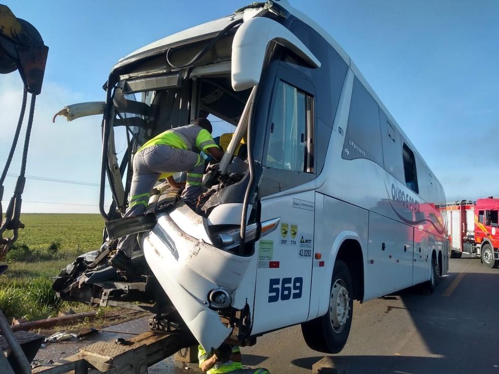 Motorista foi levado para o Hospital Regional de Sorriso — Foto: Igor Fernandes/Centro América FM