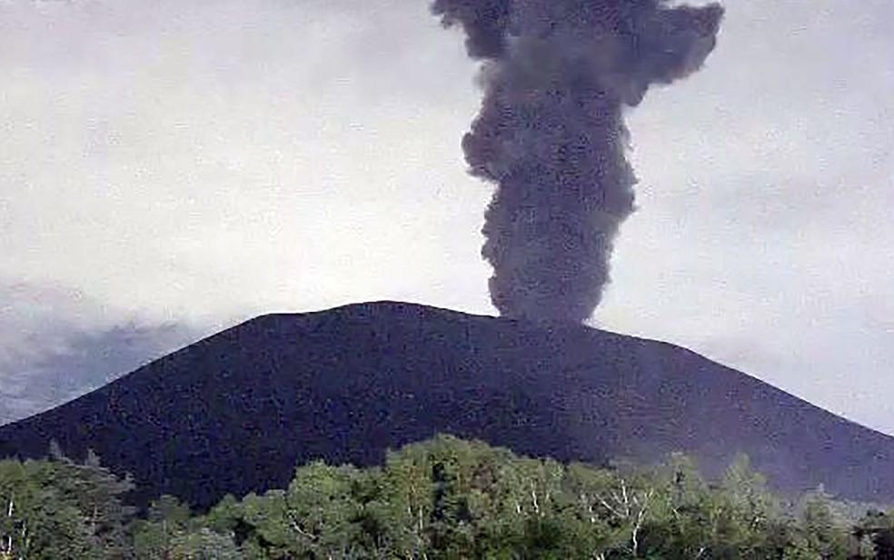 Erupção no vulcão Asama — Foto: Jiji Press / Agência Meteorológica do Japão / AFP Photo