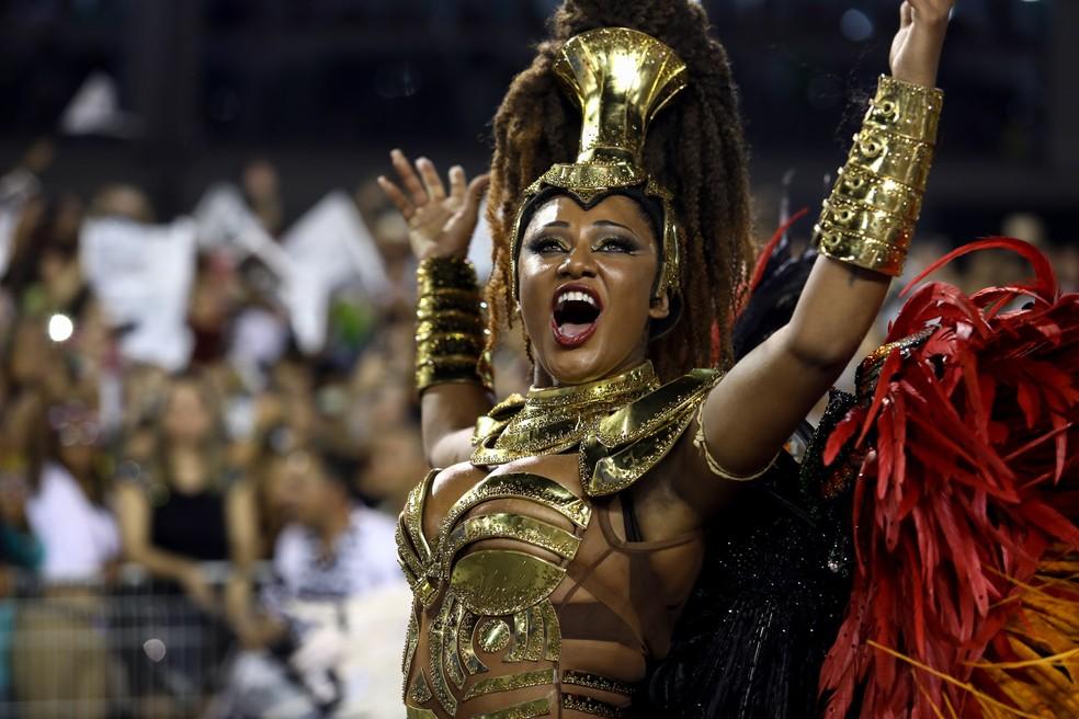 Camila Silva é rainha de bateria da Vai-Vai desde 2009; ela também desfila no Rio pela Mocidade Independente (Foto: Marcelo Brandt/G1)