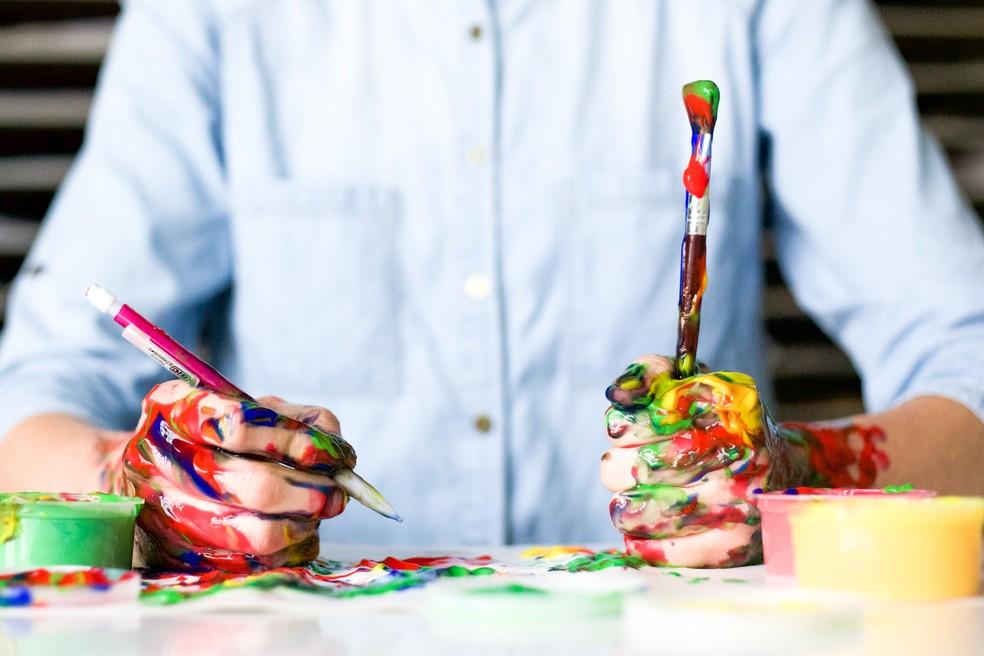 Estudo mostra que picos de criatividade acontecem aos 20 e aos 50 anos — Foto: Alice Achterhof/Unsplash