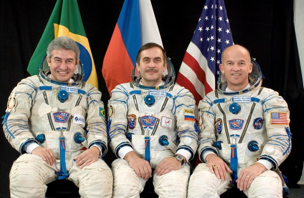 Astronautas (Marcos Pontes à esquerda) que participaram da Missão Centenário, em 2006 — Foto: NASA/Divulgação