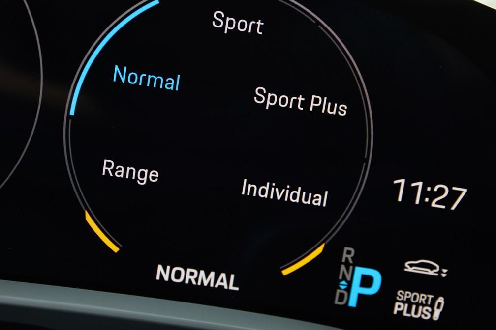 Porsche Taycan tem 5 modos de condução — Foto: Divulgação