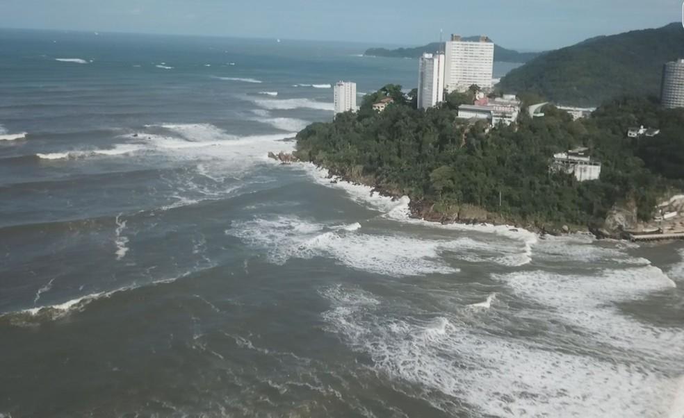 Praias foram cobertas pelo mar em São Vicente, SP — Foto: Reprodução/Cavadrone