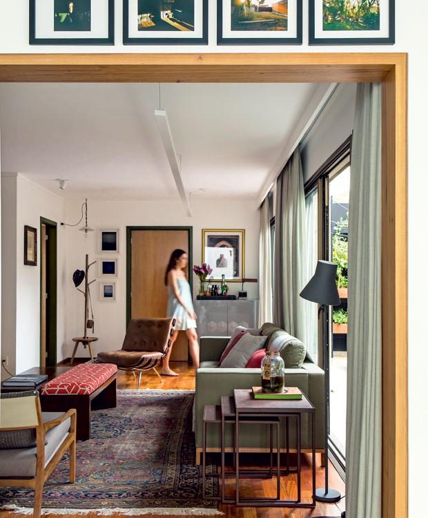 apartamento-dt-estudio-sala-de-estar-neutro-madeira (Foto: Edu Castello/Editora Globo)