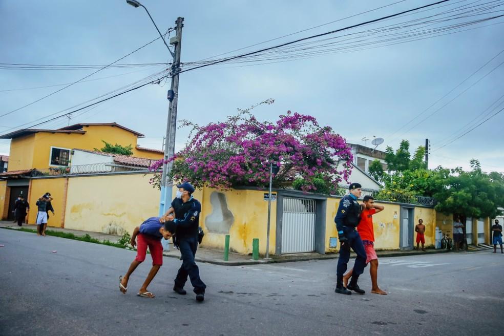 Polícia capturou outros três homens, que estariam no local para matar os suspeitos baleados e vingar o homicídio. — Foto: Kid Júnior/ SVM