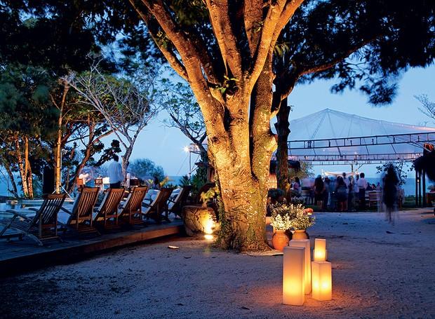 Se o casamento for ao ar livre, realizado na praia ou no campo, pense nas condições climáticas. Uma estrutura coberta serve de abrigo se chover durante a cerimônia (Foto: Evelyn Müller/Editora Globo)