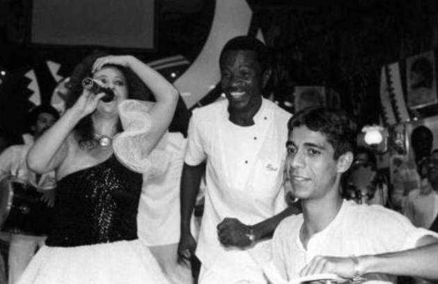 """Zeca Pagodinho com Beth Carvalho no show de lançamento de &squot;Suor no rosto"""", em 1983"""