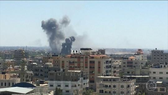 Militantes palestinos lançaram mais de cento e cinquenta foguetes contra Israel