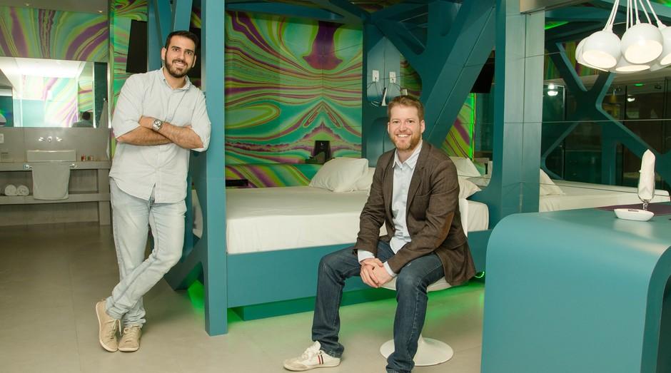 Leonardo Dib (em pé) e Felipe Martinez, donos do Lush (Foto: Divulgação)