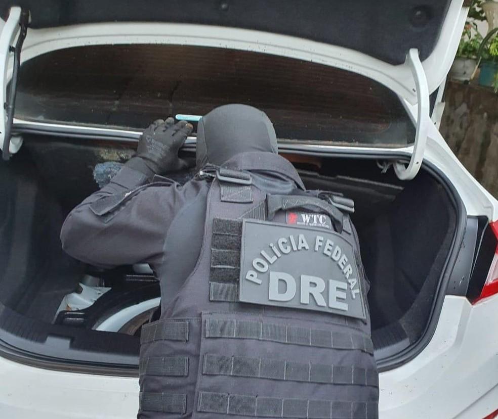 Operação teve como alvo a residência de um homem suspeito por distribuir os entorpecentes em festas  — Foto: Polícia Federal/Divulgação