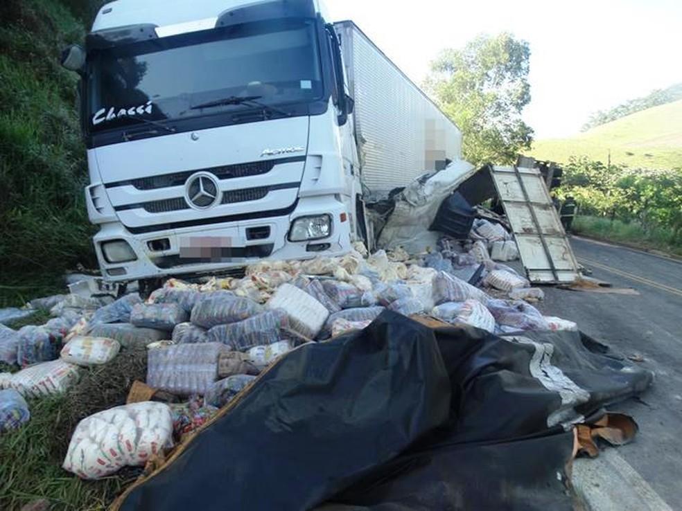 -  Acidente entre dois caminhões deixa dois feridos na BR-356 em Rosário da Limeira  Foto: Silvan Alves/Divulgação