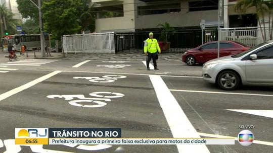 Guarda Municipal do Rio vai multar quem não respeitar nova faixa exclusiva para motos