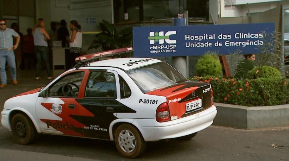 Mulher segue internada na Unidade de Emergência do Hospital das Clínicas — Foto: Antônio Luiz/EPTV