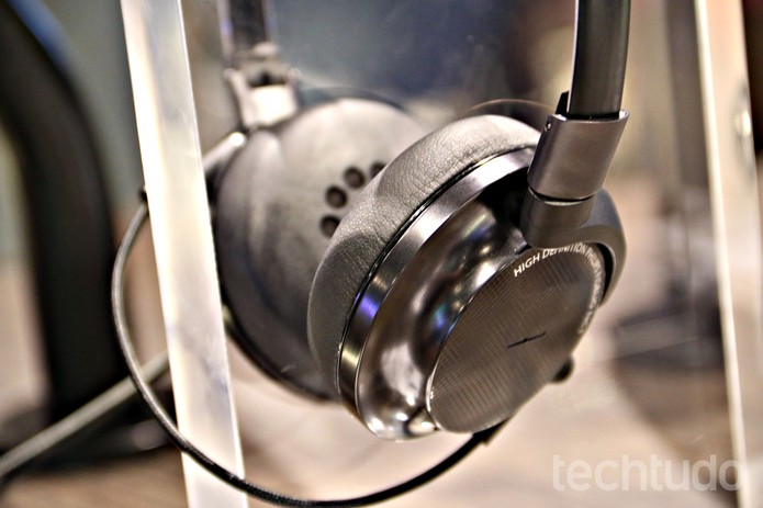 Headphone Fidelio, da Philips, consegue eliminar sons externos indesejáveis (Foto: Fabrício Vitorino/TechTudo)