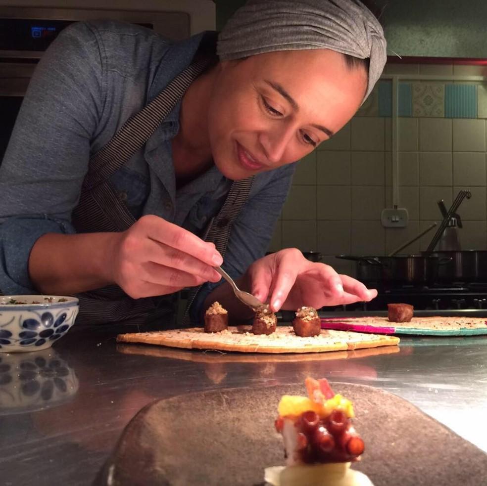 Bel Coelho é uma das chefs mais renomadas do país — Foto: Reprodução/Facebook