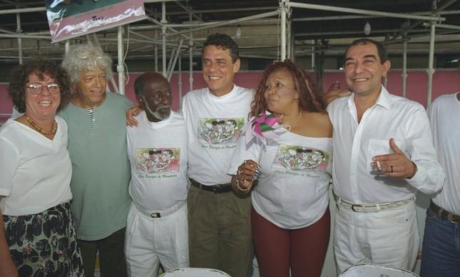 Chico Buarque na quadra da Mangueira, com Cristina Buarque, João Nogueira, Alcione e Hermínio Belo