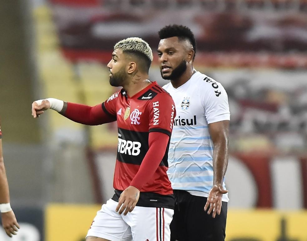 Borja e Gabigol discutem no intervalo de Flamengo x Grêmio, pelo Brasileiro — Foto: André Durão