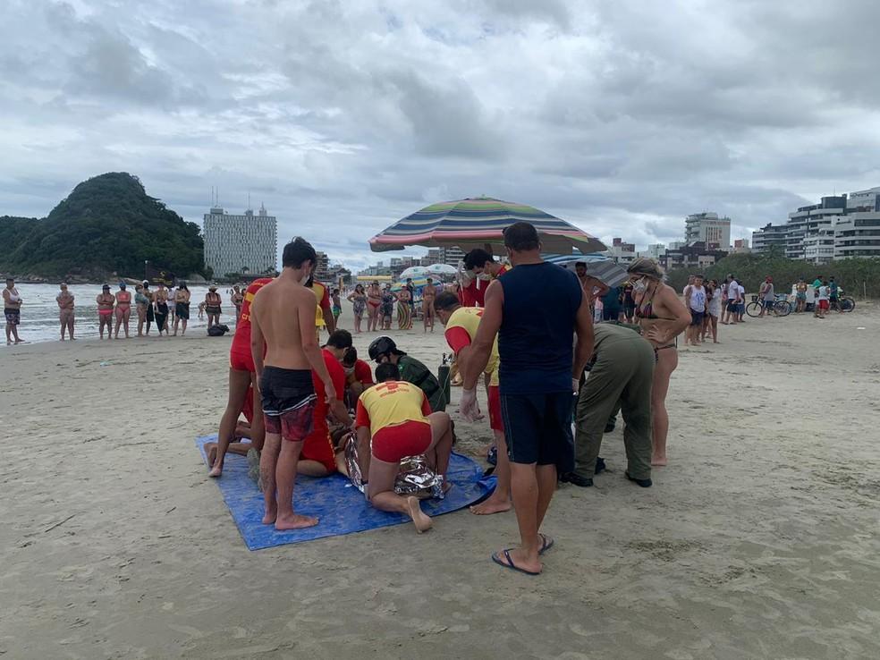 Homem mora em Arapongas foi encaminhado ao hospital após o resgate  — Foto: Divulgação/Batalhão de Operações Aéreas (BPMOA)