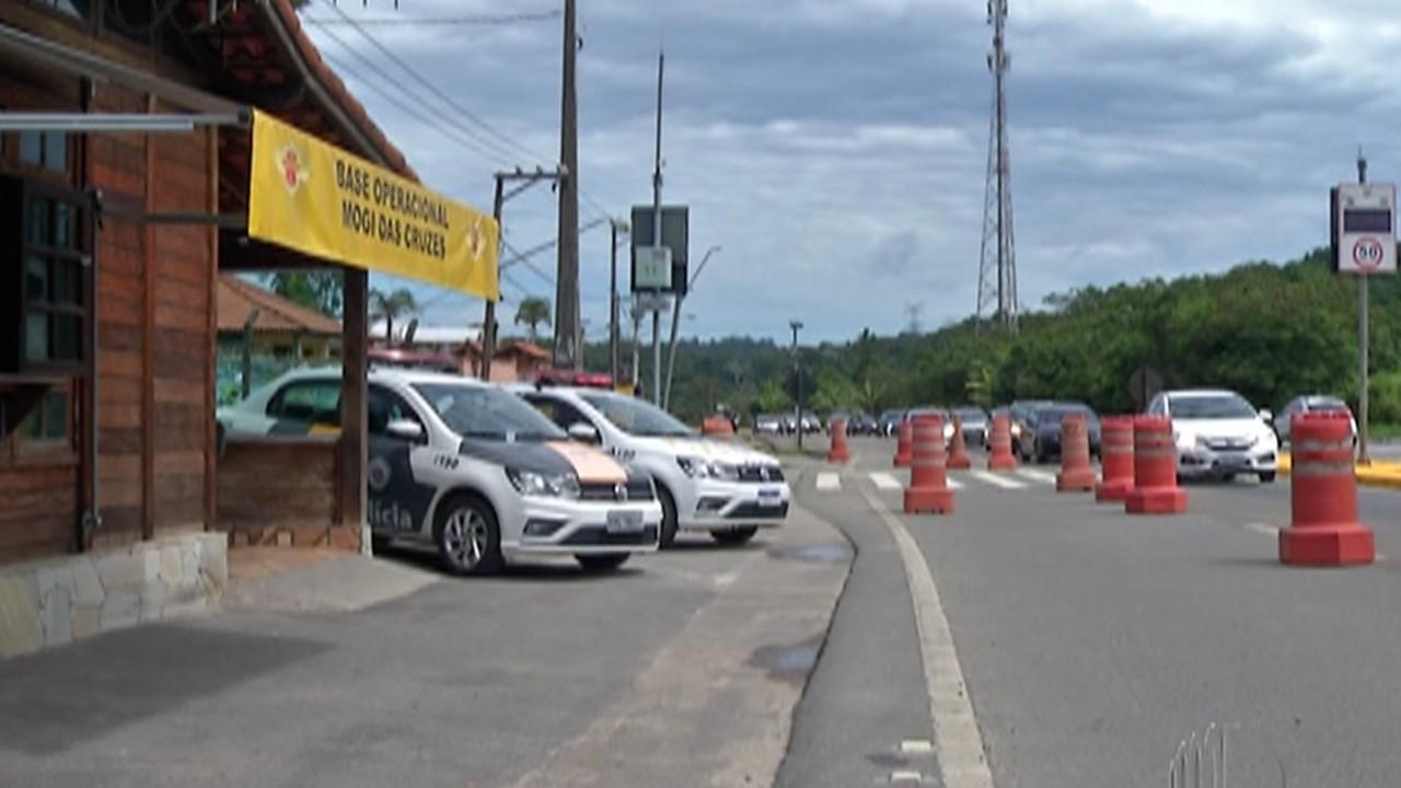 Rodovia Mogi-Bertioga tem aumento no fluxo de carros indo para o litoral neste fim de ano
