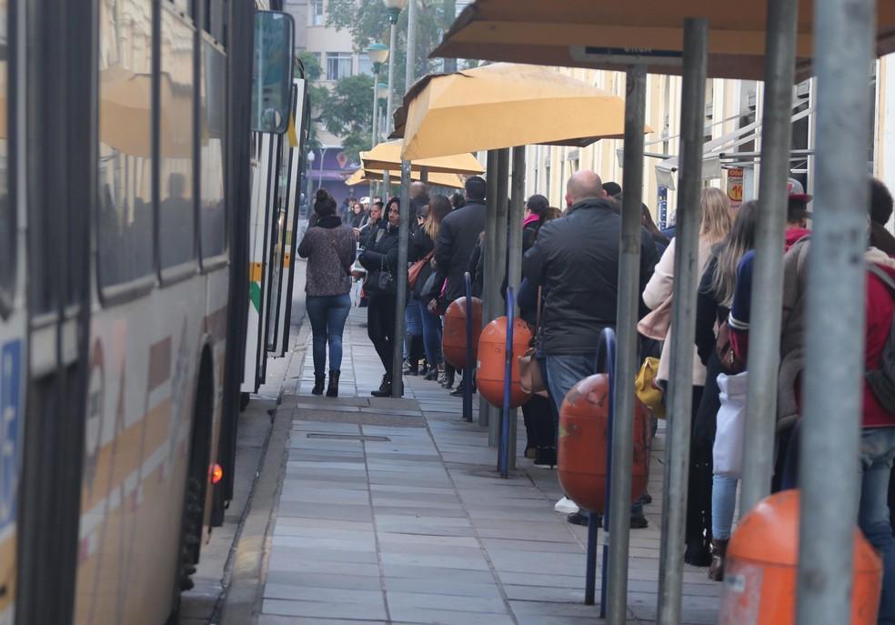 Ônibus de Porto Alegre operam com horários reduzidos nesta quinta-feira (24) (Foto: Ricardo Giusti/PMPA)