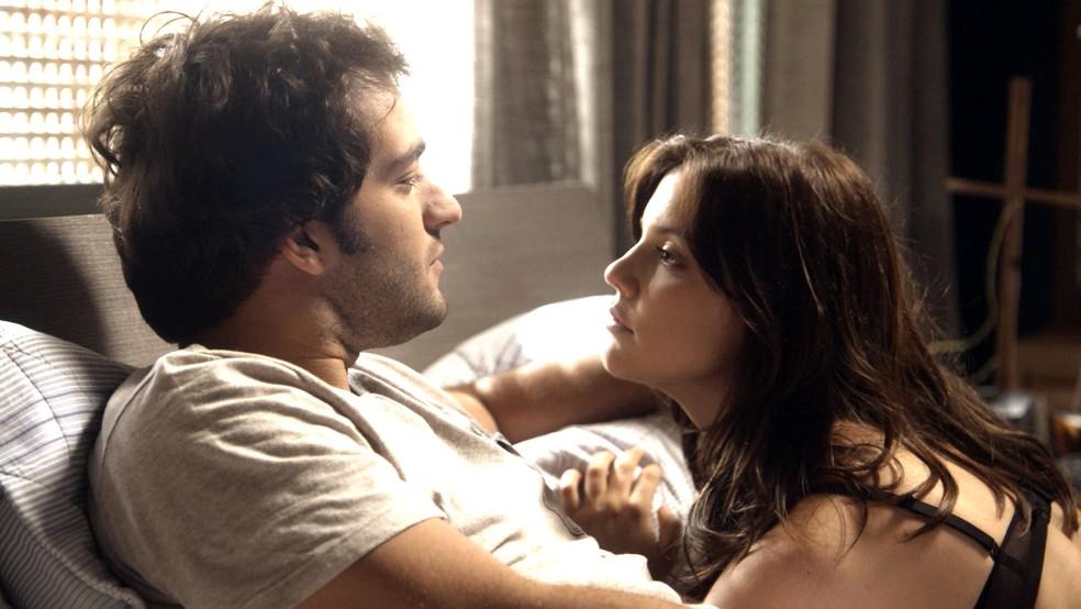 Marina quer oficializar relação com Tiago (Foto: TV Globo)