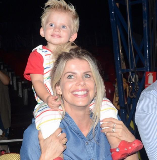 Karina Bacchi e o filho, Enrico (Foto: Eduardo Martins/AgNews)