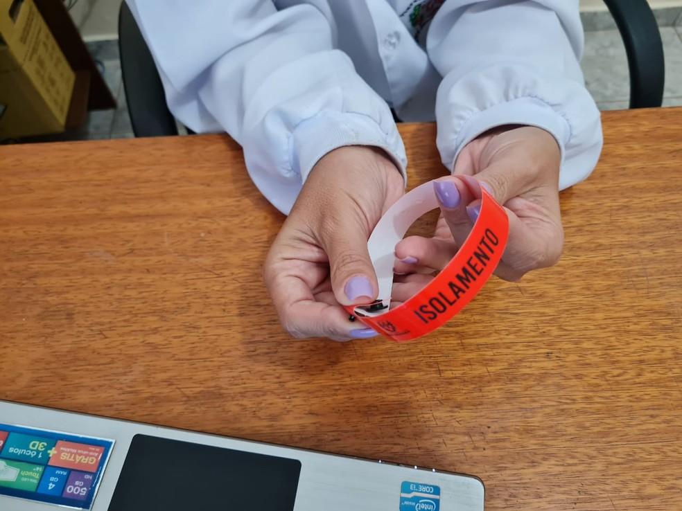 Pacientes com confirmação de coronavírus devem usar pulseira amarela em Nova Granada (SP) — Foto: Prefeitura de Nova Granada/Divulgação