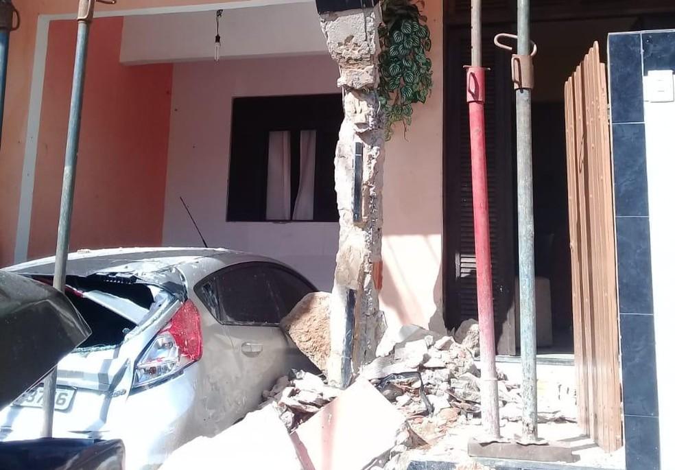 Caminhão invade casa em Plataforma — Foto: Codesal