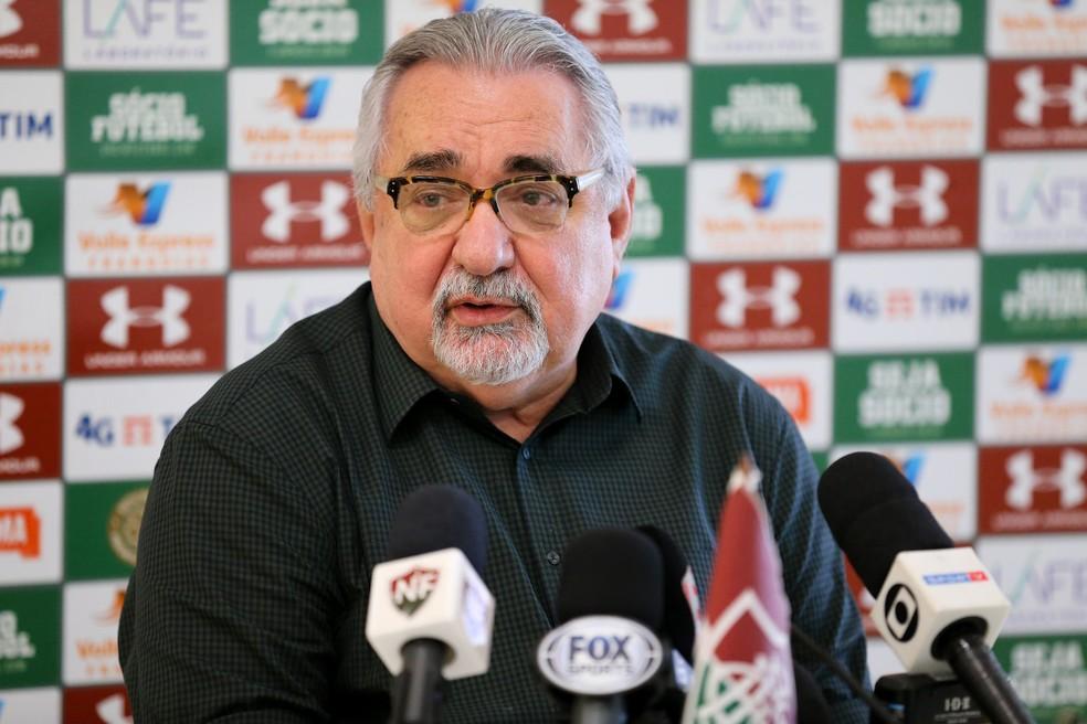 Paulo Angioni conversou com os jornalistas — Foto: Lucas Merçon/Fluminense FC