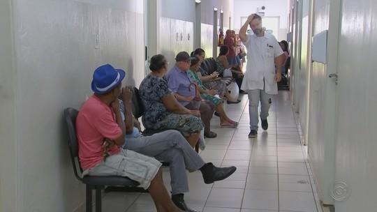 Após saída de médicos cubanos, atendimento na rede pública registra atrasos em Araçatuba