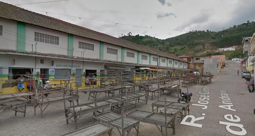 PM reformado havia acabado de chegar ao mercado, localizado no centro de São Vicente Ferrer, quando foi assassinado (Foto: Reprodução/Google Street View)