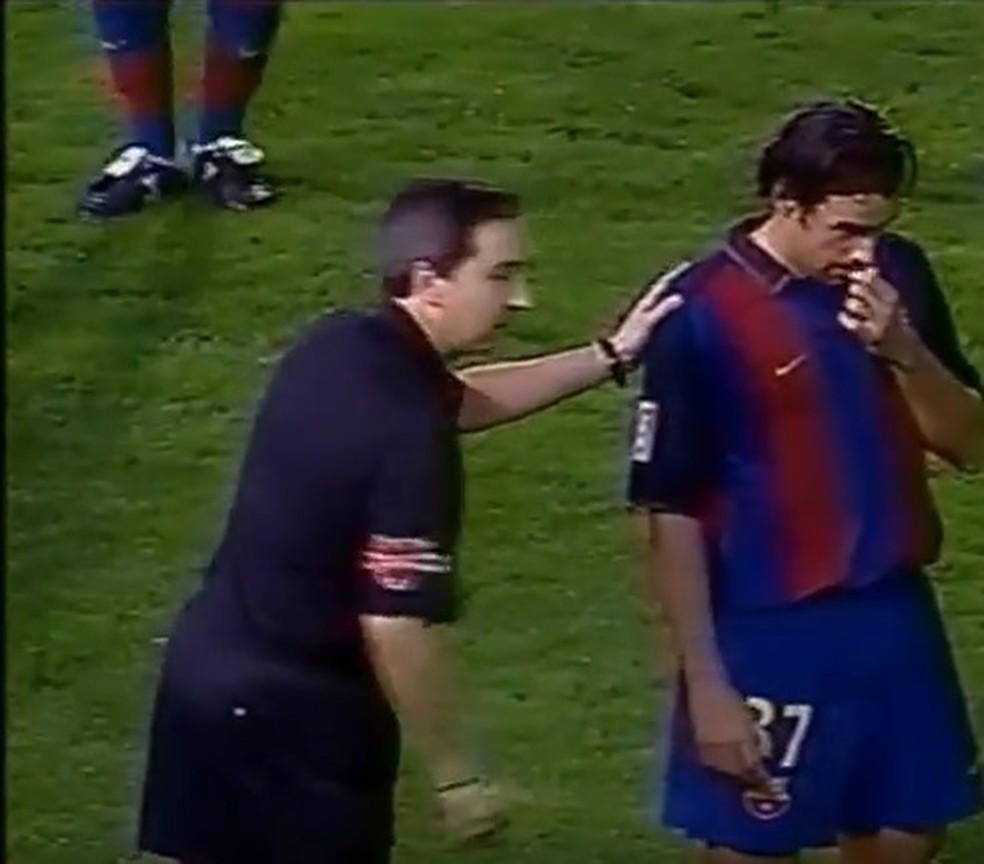 Sergio Santamaria em seu único jogo como titular do Barcelona em quatro temporadas: 45 minutos contra o Villarreal, em 2003 — Foto: Reprodução/La Liga TV